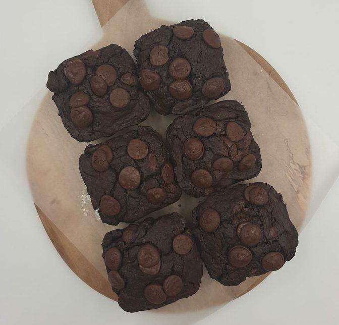 nikki bakes chocolate brownies
